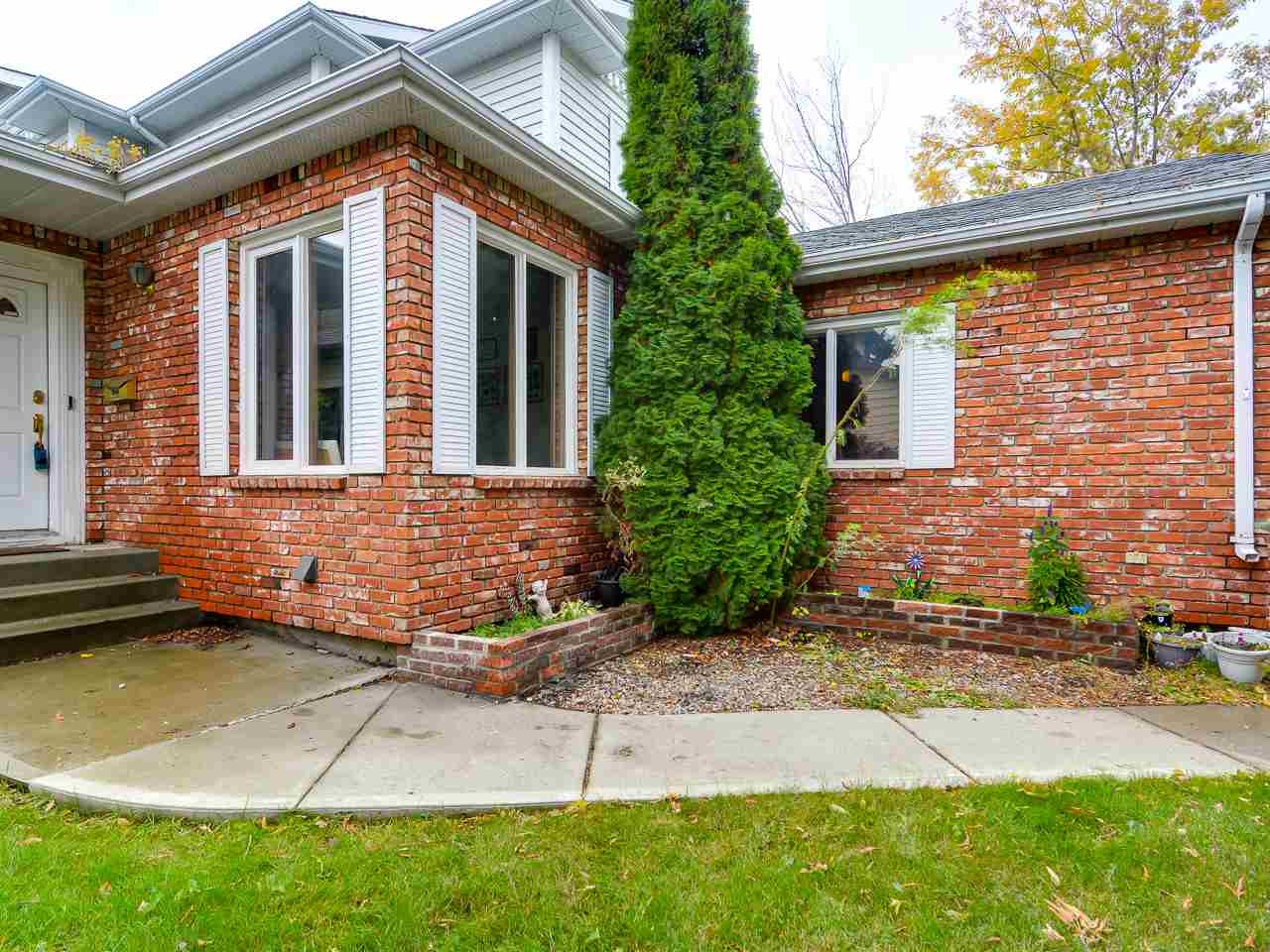10 DUNEWOOD Place, 5 bed, 4 bath, at $429,000