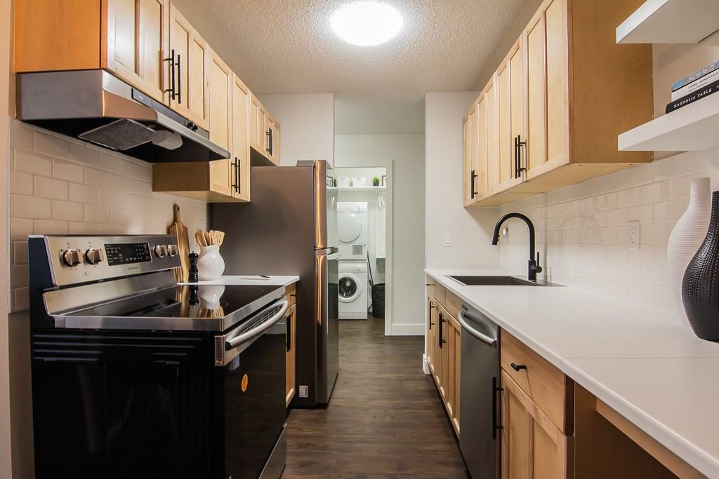 302 9904 90 Avenue, 1 bed, 1 bath, at $164,900