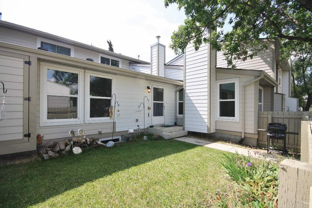 1124 KNOTTWOOD Road E, 2 bed, 1 bath, at $199,900