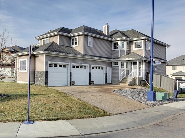 6904 18 Avenue SW, 5 bed, 4 bath, at $519,900