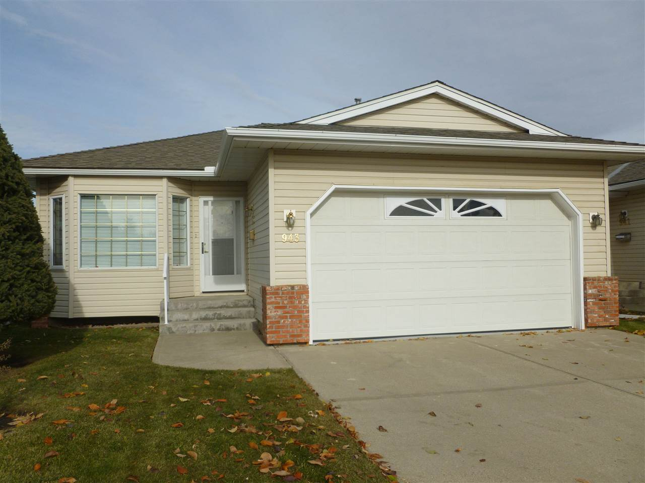 943 YOUVILLE Drive W, 2 bed, 2 bath, at $304,525
