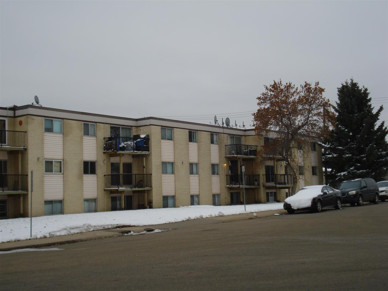 27c 5715 133 Avenue, 1 bed, 1 bath, at $66,900