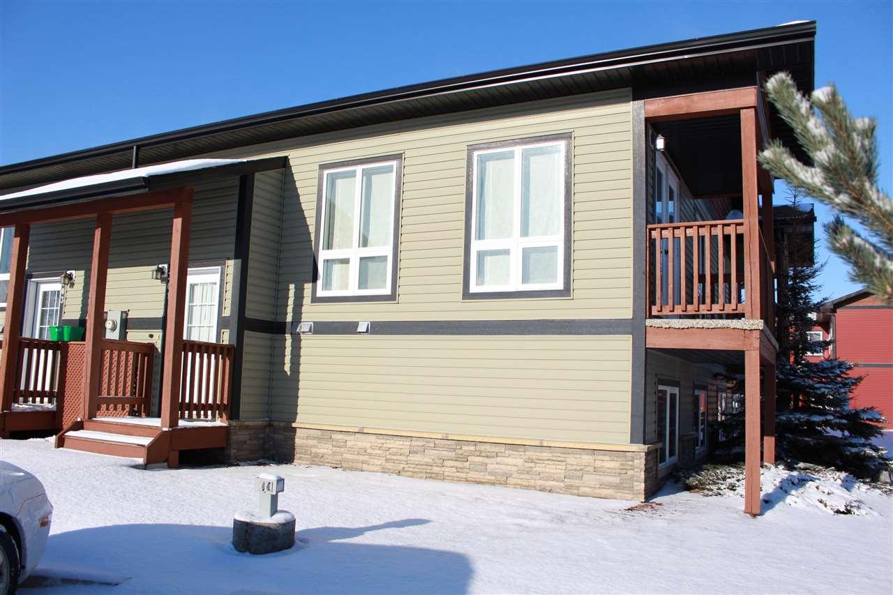 301 GRAYBRIAR Green, 2 bed, 1 bath, at $198,500