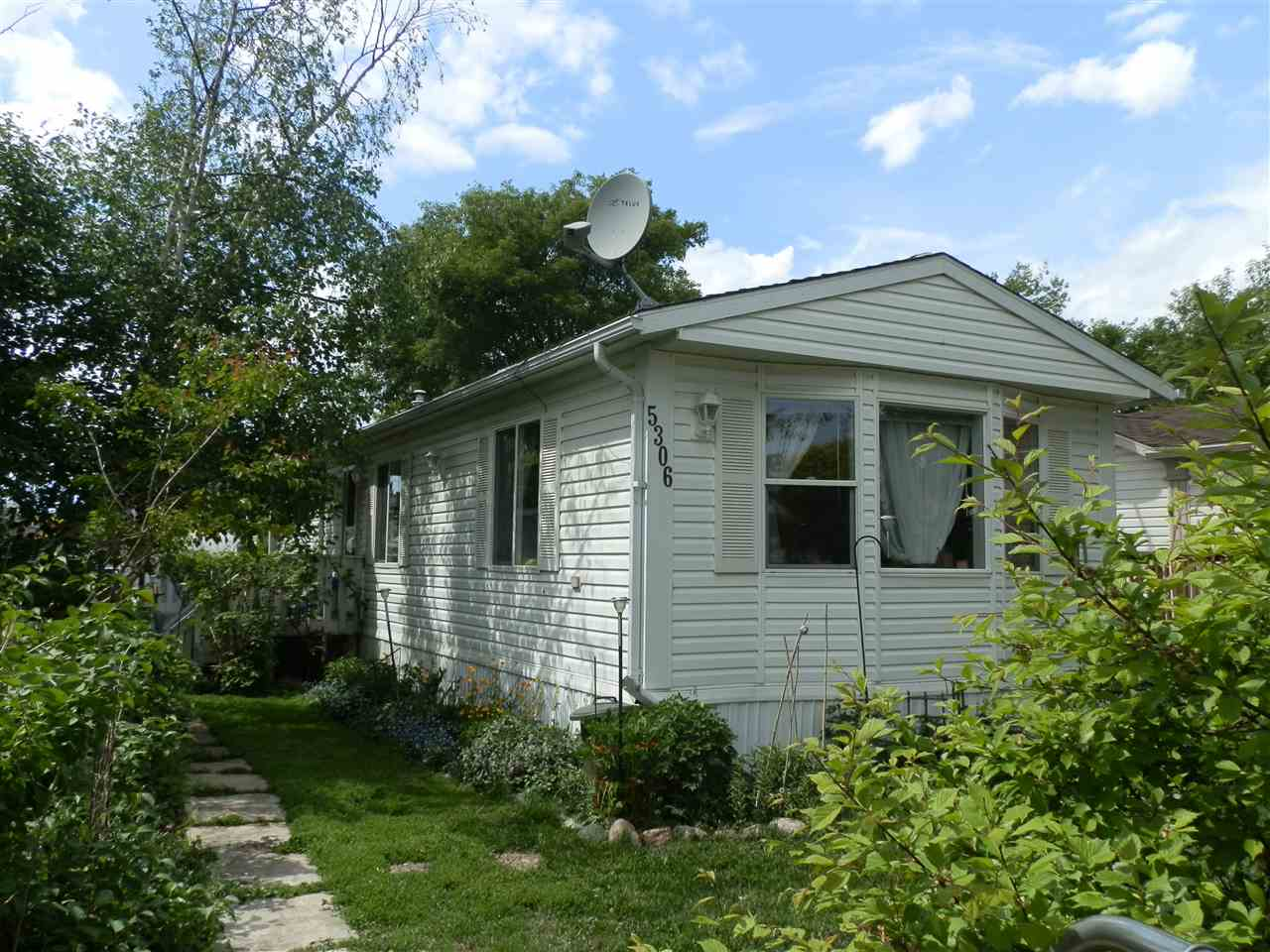 5306 52 Street, 3 bed, 2 bath, at $165,000