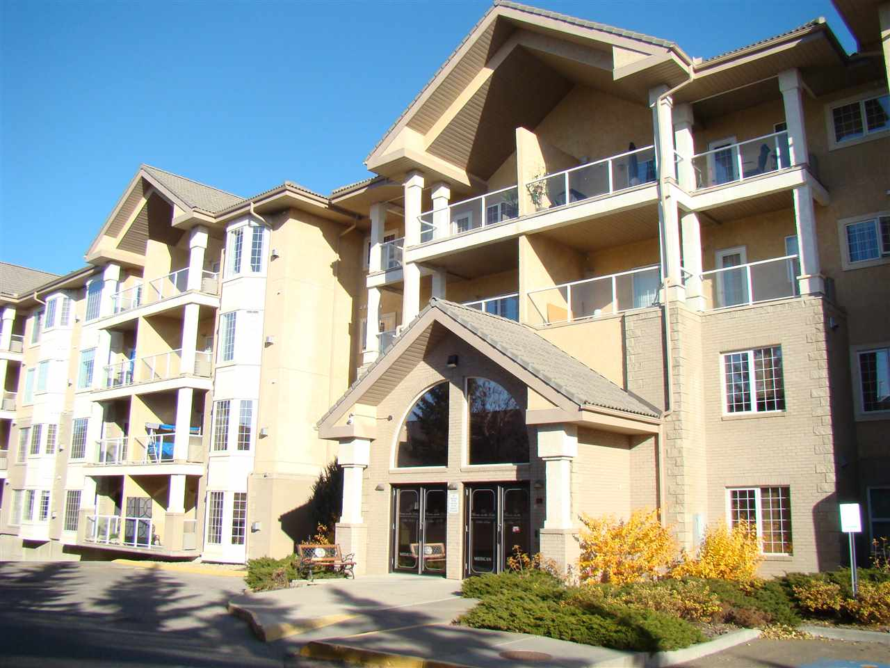 411 11260 153 Avenue, 1 bed, 5 bath, at $229,900