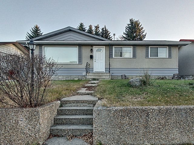 3637 117 Avenue, 3 bed, 1 bath, at $299,900