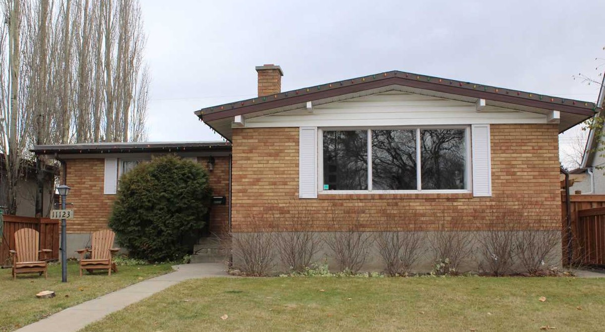 11123 48 Avenue NW, 3 bed, 2 bath, at $467,000