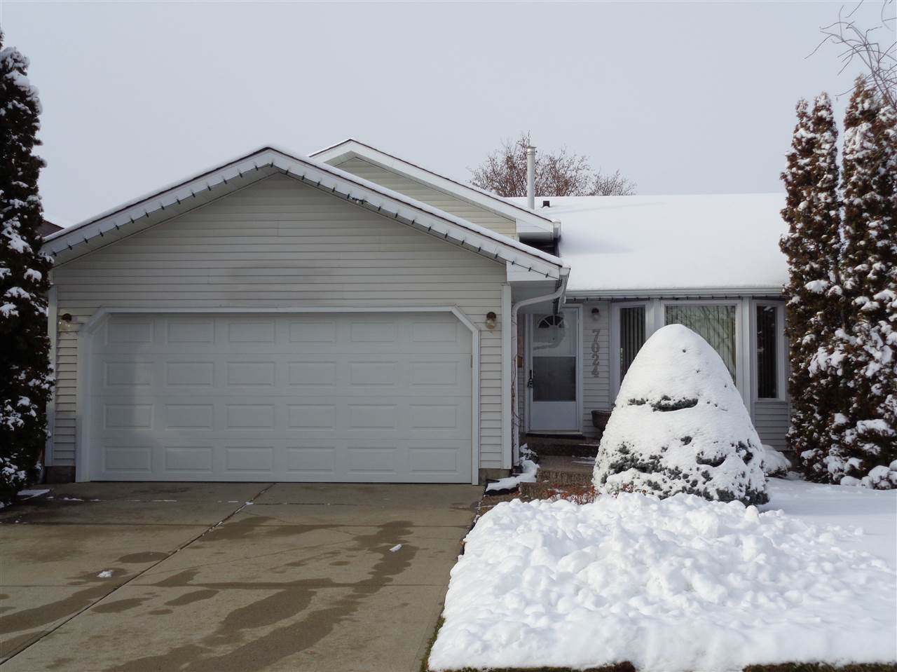 7024 190 Street, 3 bed, 2 bath, at $349,000