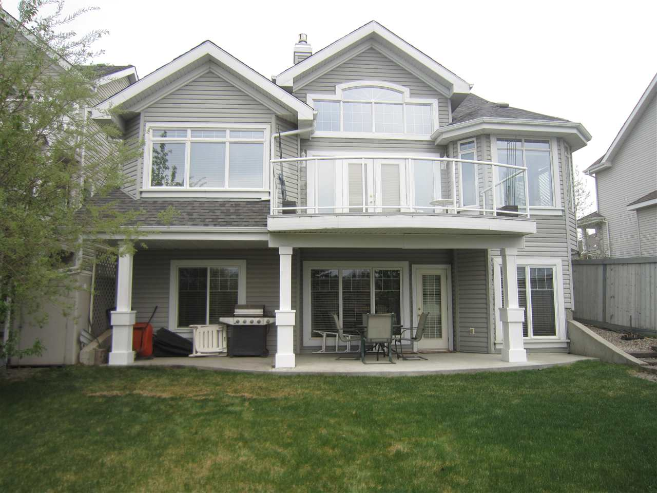 585 STEWART Crescent, 3 bed, 2 bath, at $588,800