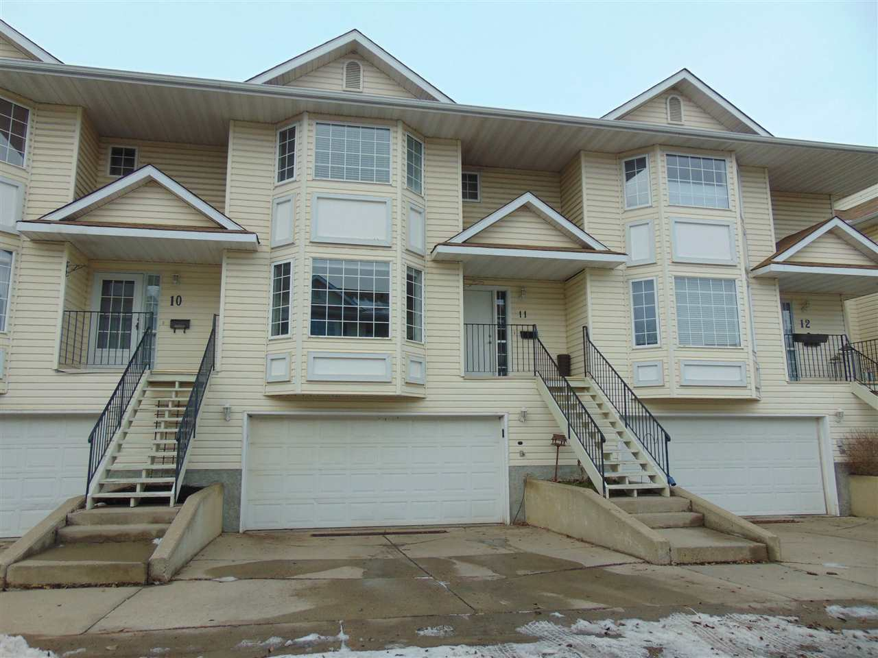 11 10 DEVON Close, 3 bed, 3 bath, at $289,700