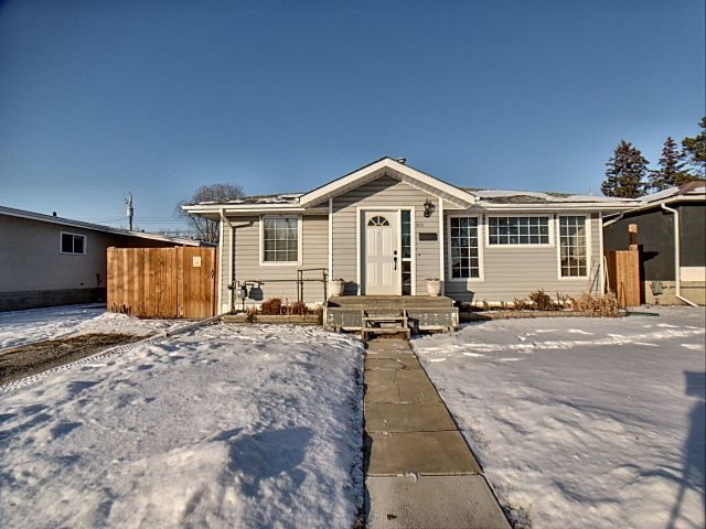 5110 47 Avenue, 3 bed, 2 bath, at $269,000