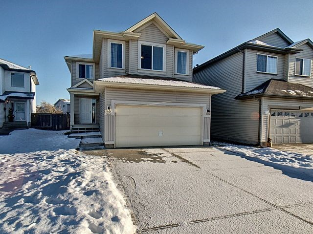547 Klarvatten Lake Wynd, 3 bed, 3 bath, at $379,990