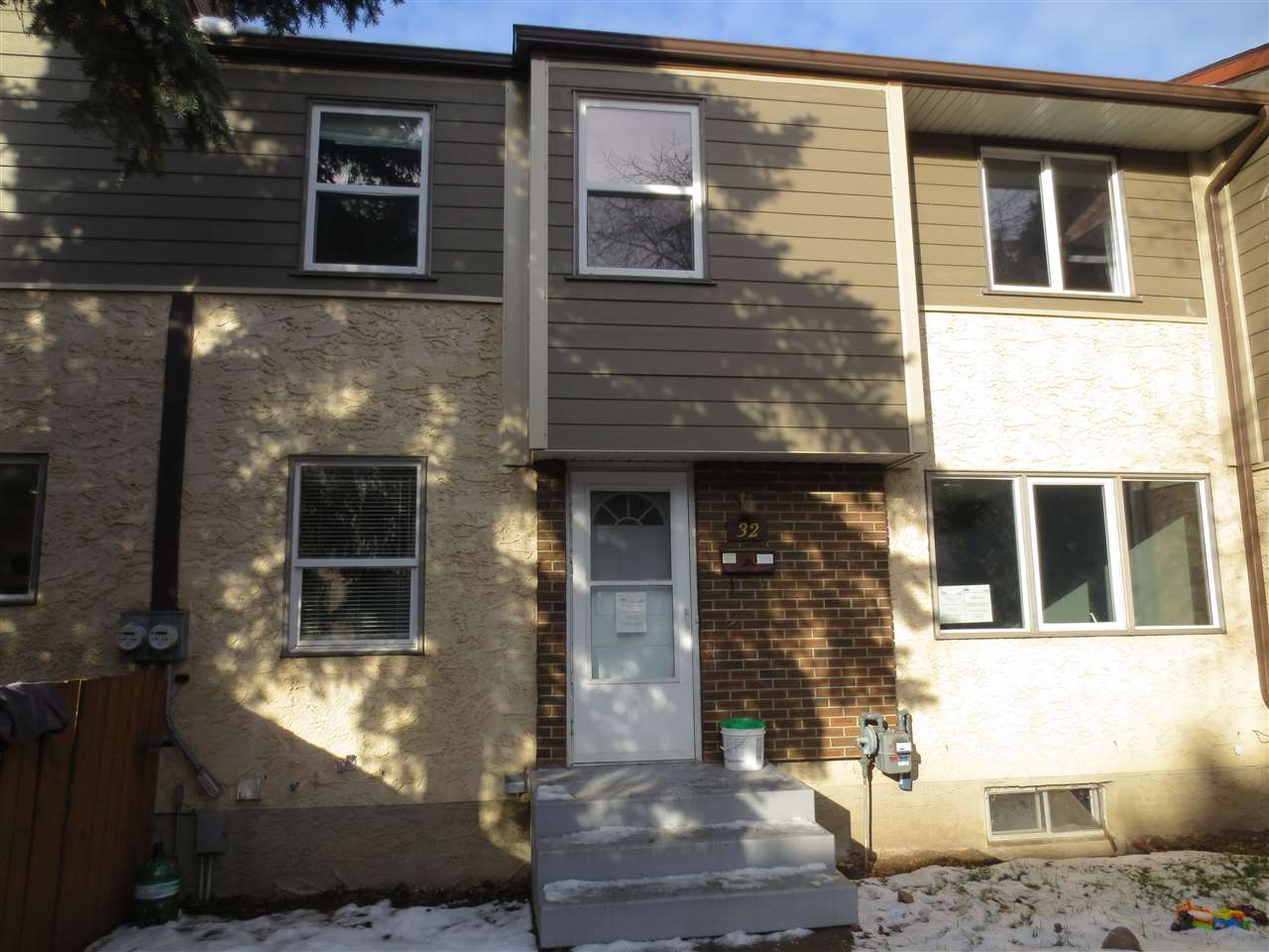 32 WILLOWDALE Place, 3 bed, 2 bath, at $149,900