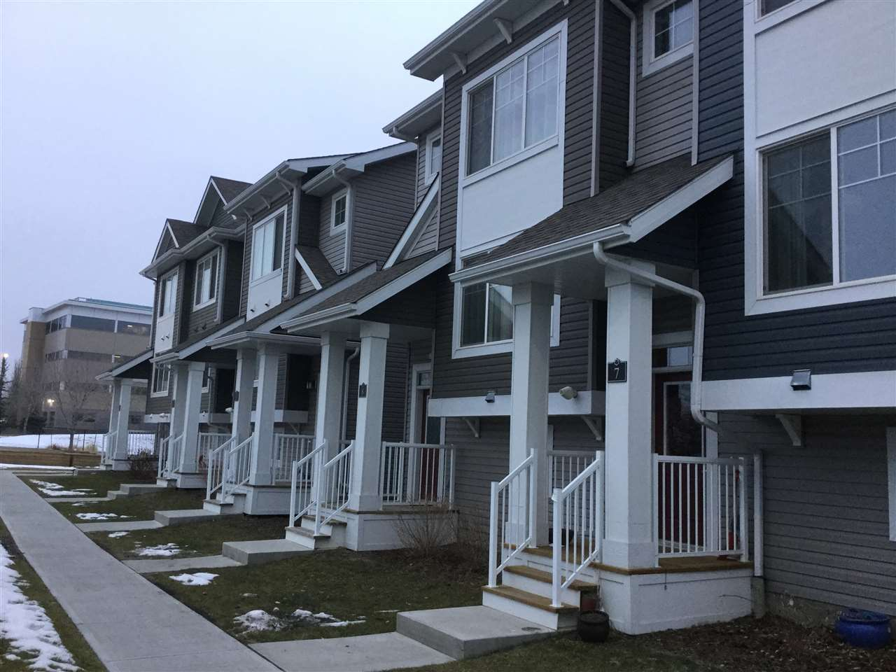 8 140 YOUVILLE Drive E, 2 bed, 3 bath, at $294,800