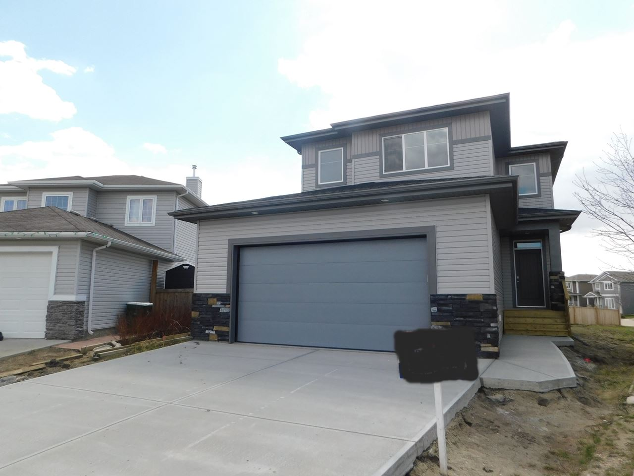 5235 39 Avenue, 3 bed, 3 bath, at $394,900