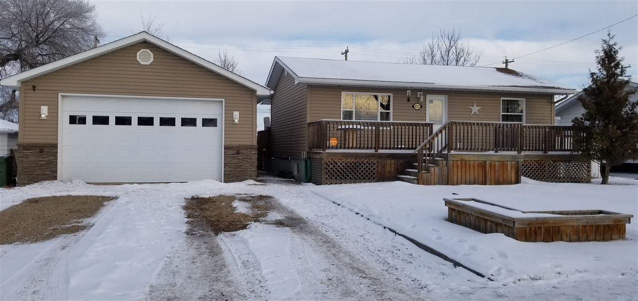 4715 49 Ave, 3 bed, 2 bath, at $399,900