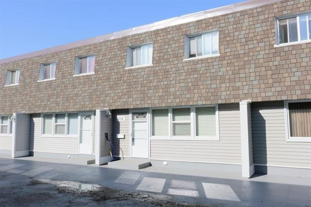 714 VILLAGE ON THE Green, 3 bed, 2 bath, at $150,000