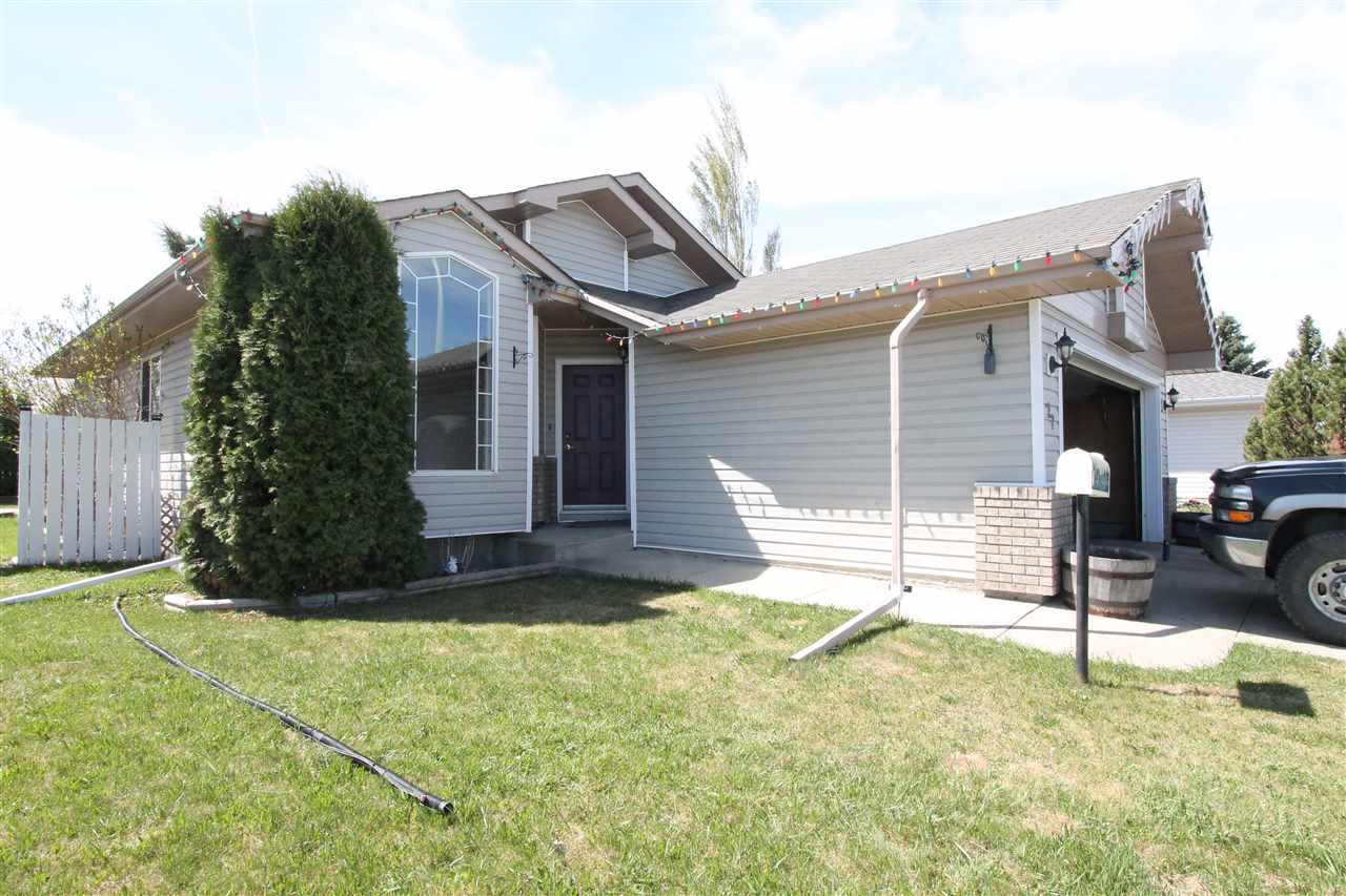27 Parkview Crescent, 3 bed, 3 bath, at $296,900