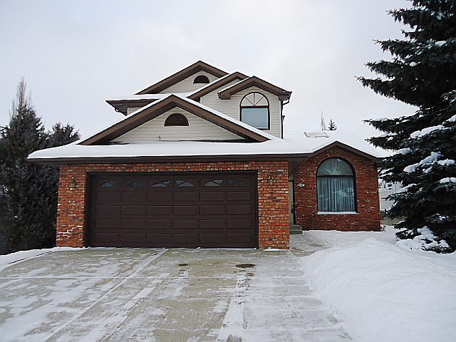 7 High Ridge Crescent, 3 bed, 3 bath, at $449,900