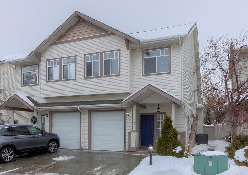 19 13 Hawthorne Crescent, 3 bed, 2 bath, at $299,900