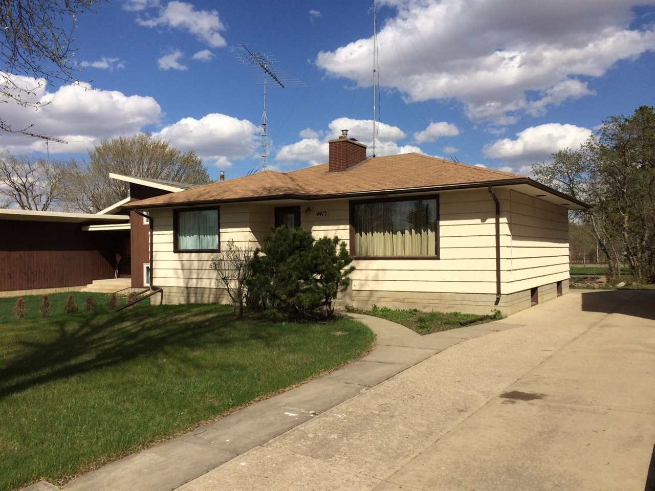 4413 50 Street, 3 bed, 2 bath, at $168,600