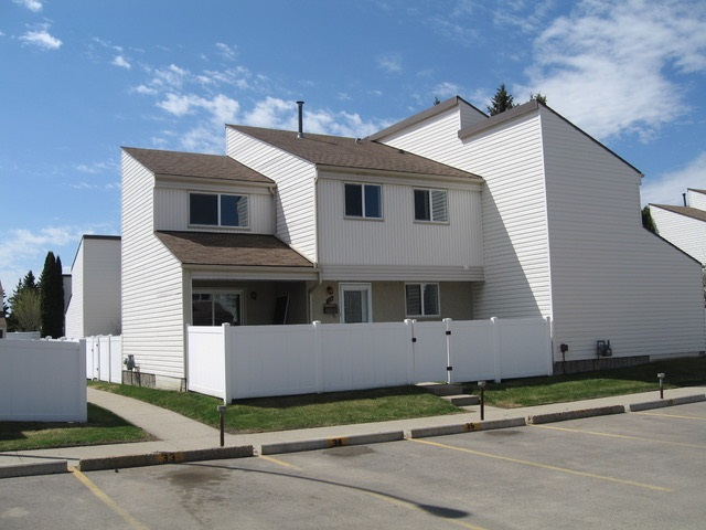 35 Woodvale Village, 3 bed, 2 bath, at $188,800