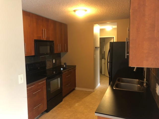 202 10432 76 Avenue, 2 bed, 1 bath, at $240,000
