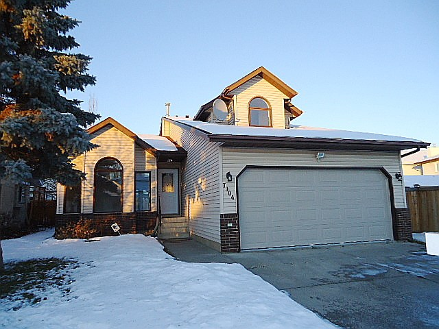 7904 155 Avenue, 4 bed, 3 bath, at $399,900