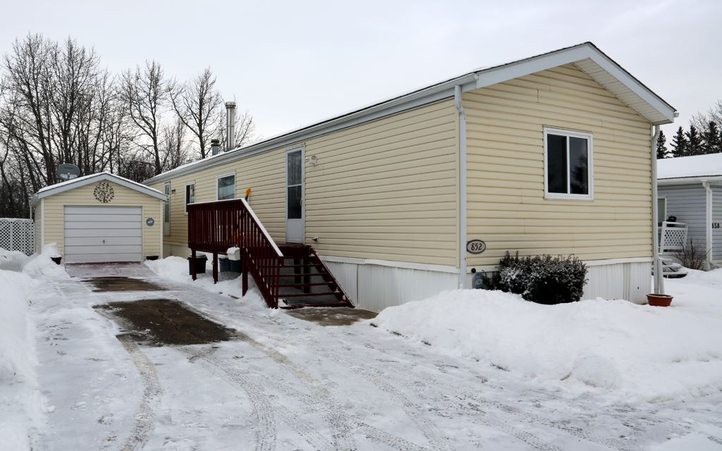 852 West Coast Bay 10770 Winterburn Rd NW, 3 bed, 2 bath, at $105,000