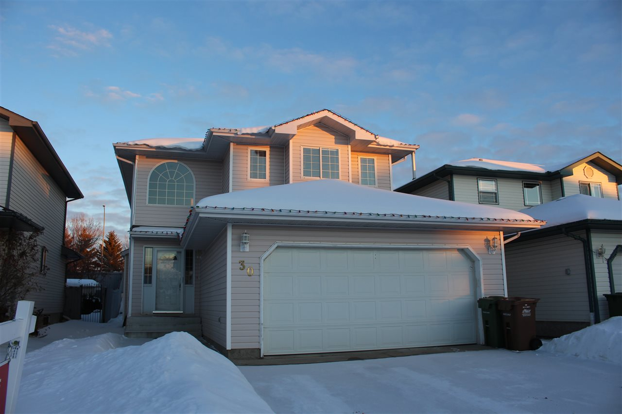 30 HAWTHORNE Crescent, 3 bed, 3 bath, at $389,995