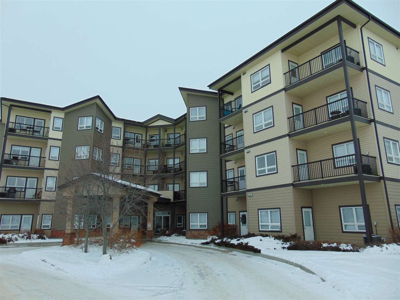 213 8702 Southfort Drive, 1 bed, 1 bath, at $201,700
