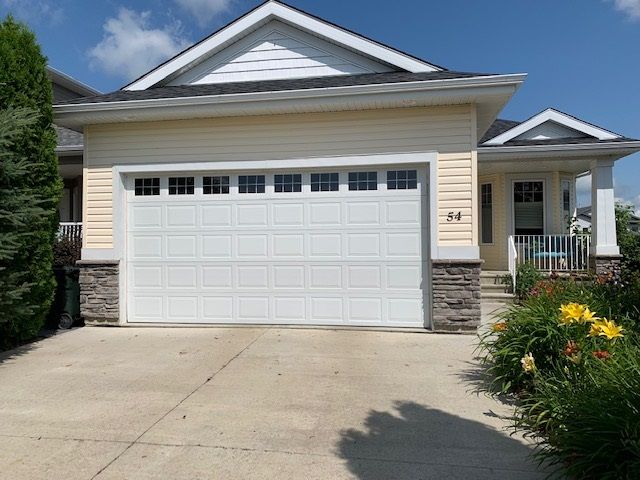 54 WILLOWBEND Place, 3 bed, 3 bath, at $469,000