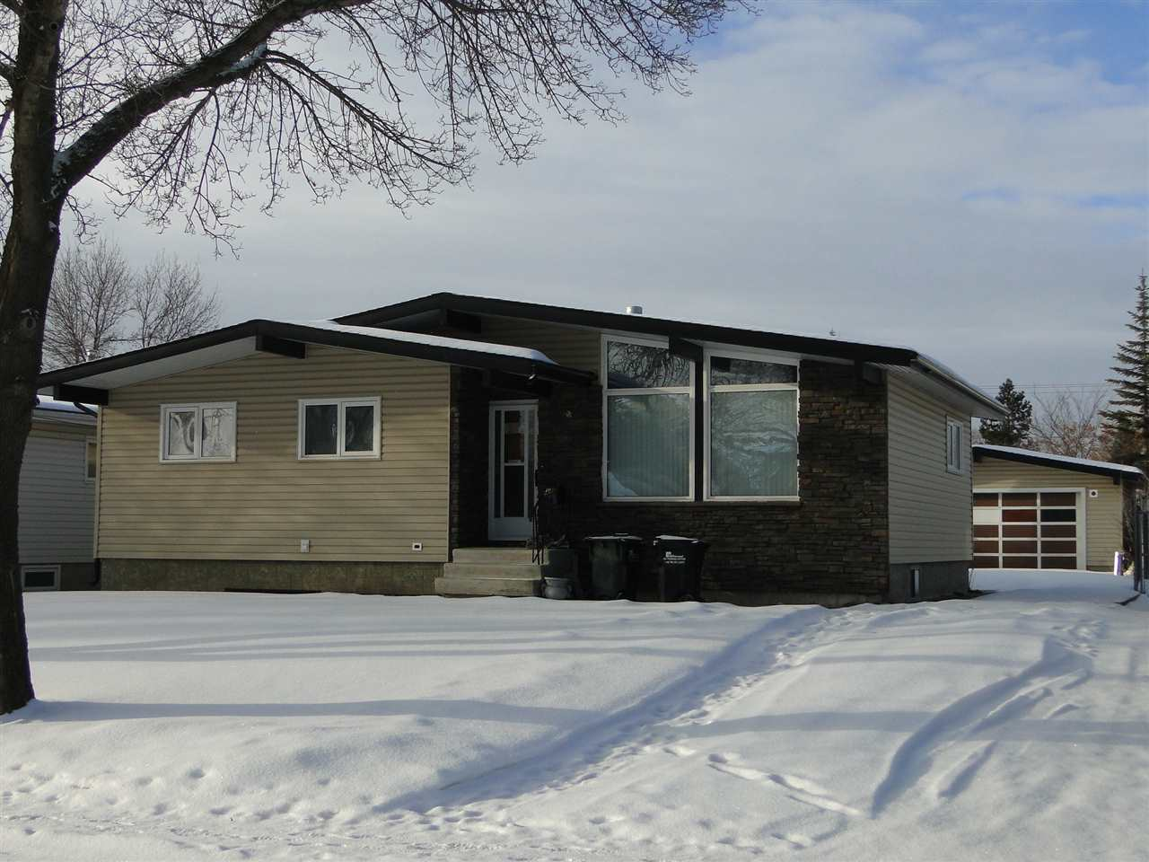 56 GREENWOOD Way, 3 bed, 2 bath, at $260,000