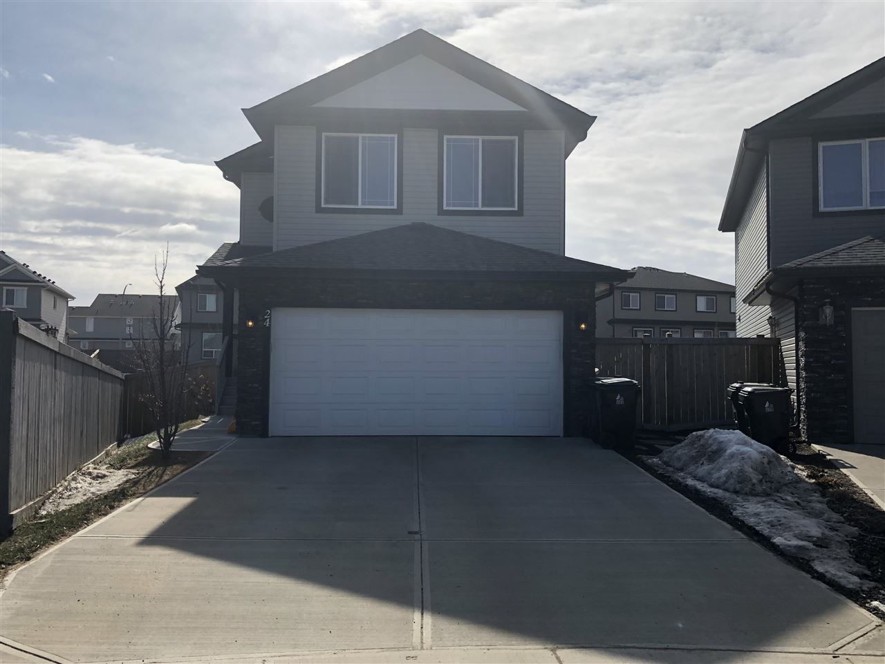 24 APPLEWOOD Point(e), 5 bed, 4 bath, at $489,900