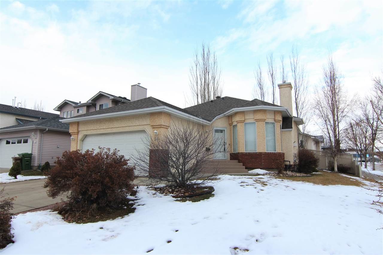 54 OAKVIEW Crescent, 5 bed, 3 bath, at $429,000
