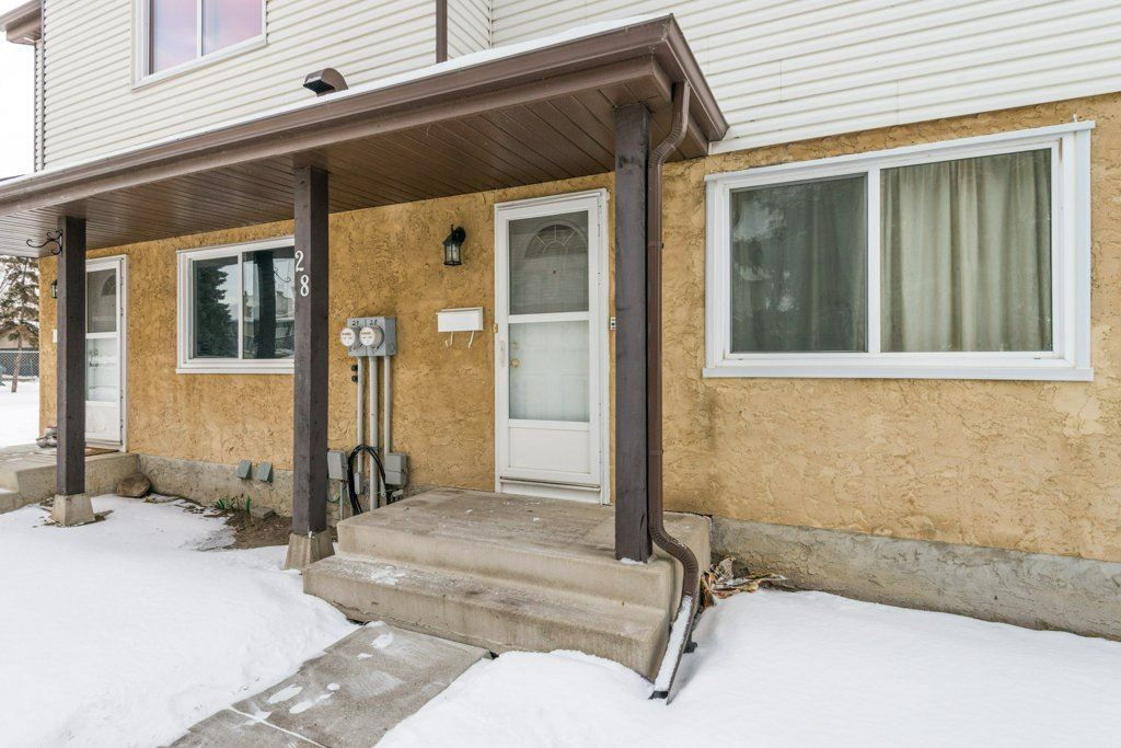 28 1411 MILLWOODS Road E, 3 bed, 2 bath, at $209,888