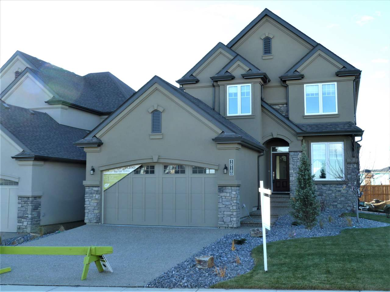 MLS® listing #E4143166 for sale located at 1010 HUCKELL Place