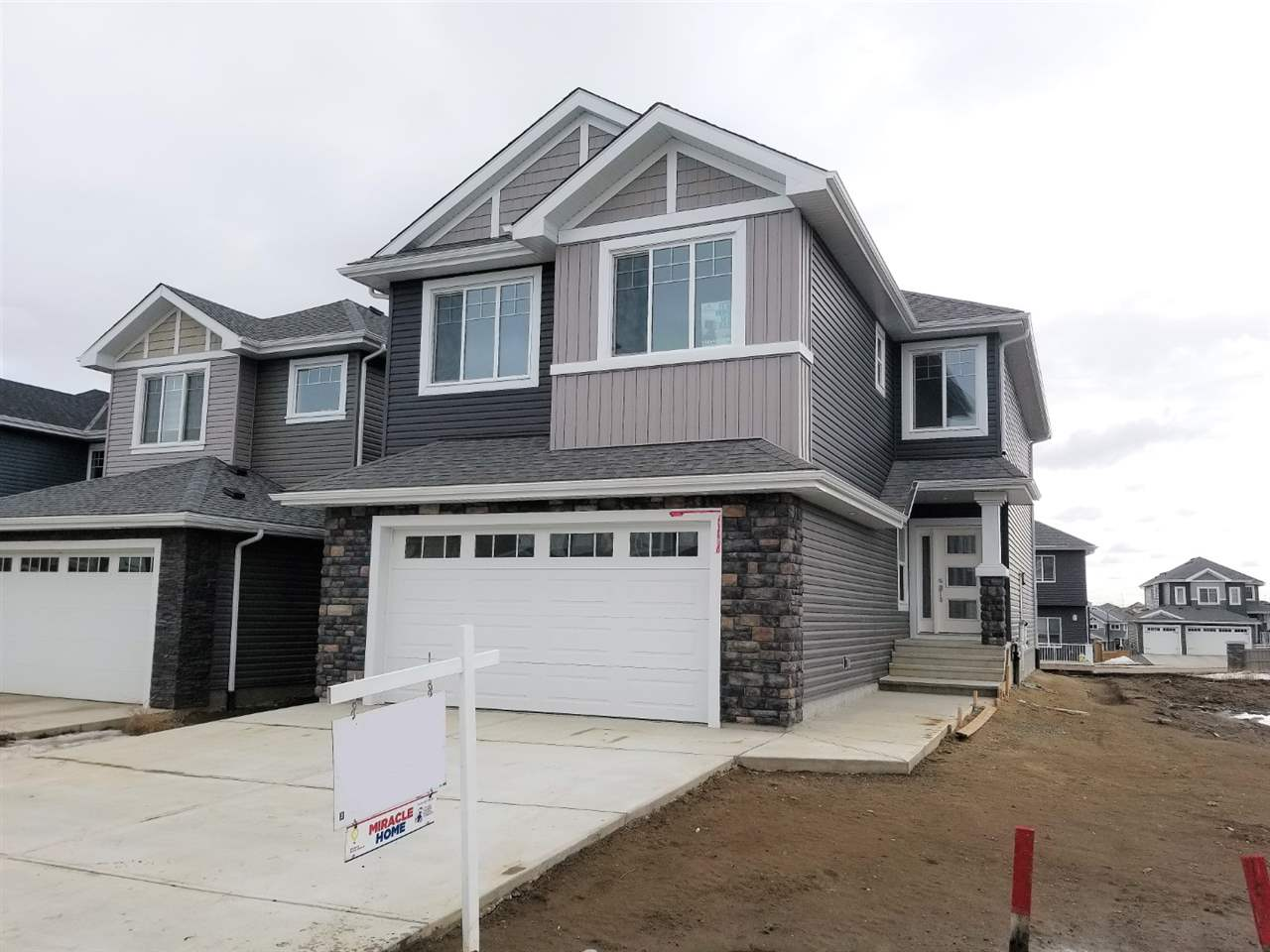 MLS® listing #E4144668 for sale located at 3858 ROBINS Crescent