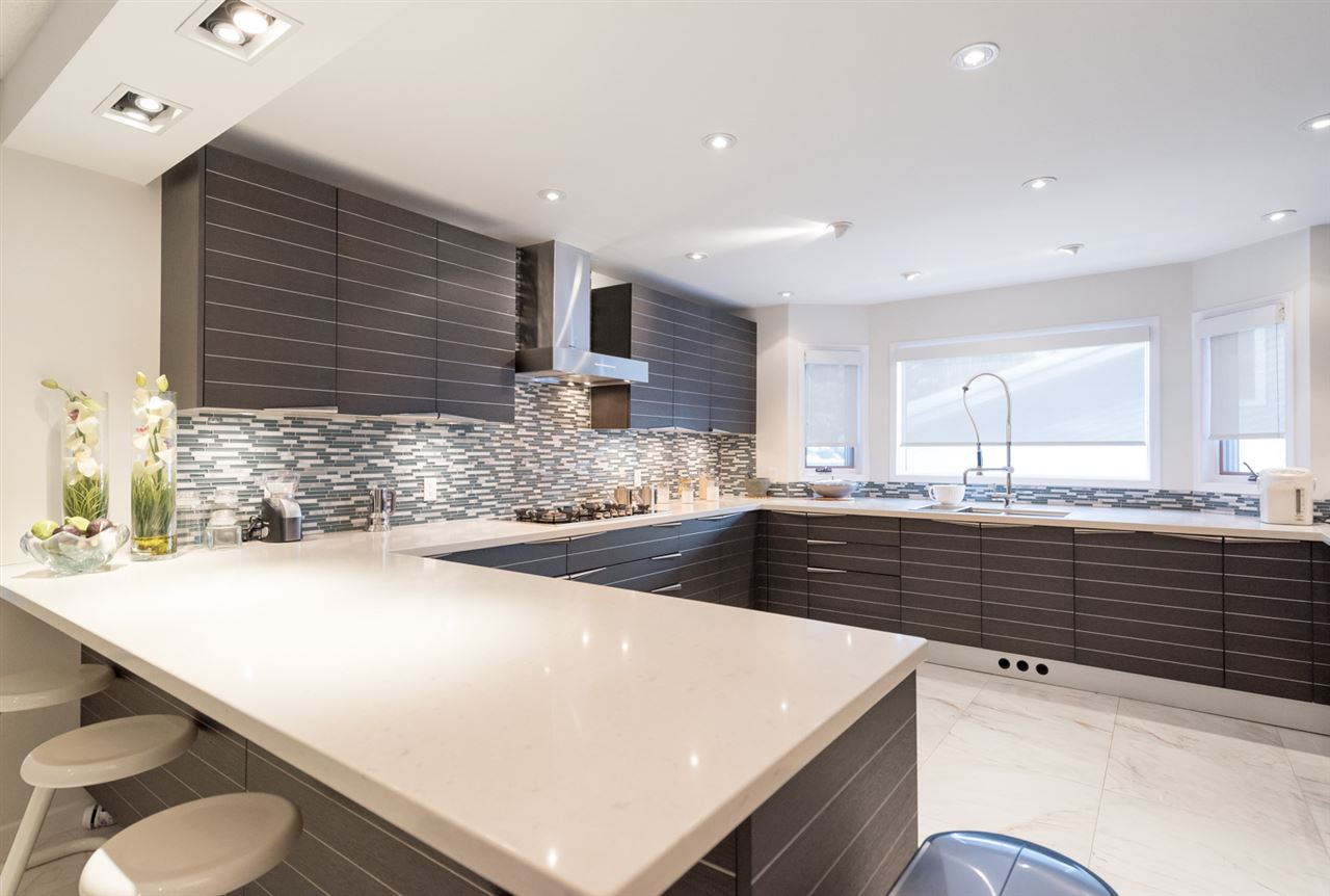 MLS® listing #E4144896 for sale located at 484 ROONEY Crescent NW