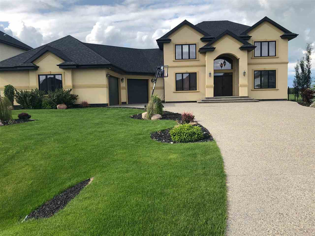 MLS® listing #E4145294 for sale located at 531 MANOR POINTE Court