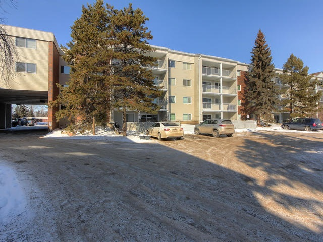 MLS® listing #E4146847 for sale located at 132 4404 122 Street