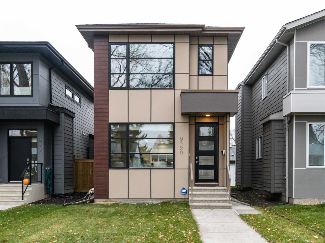 MLS® listing #E4147396 for sale located at 9520 70 Avenue