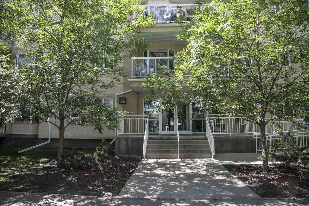 MLS® listing #E4147576 for sale located at 206 8536 106A Street