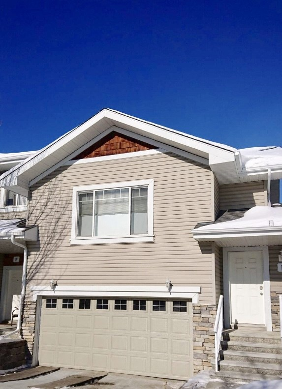 MLS® listing #E4147633 for sale located at 17 2508 HANNA Crescent
