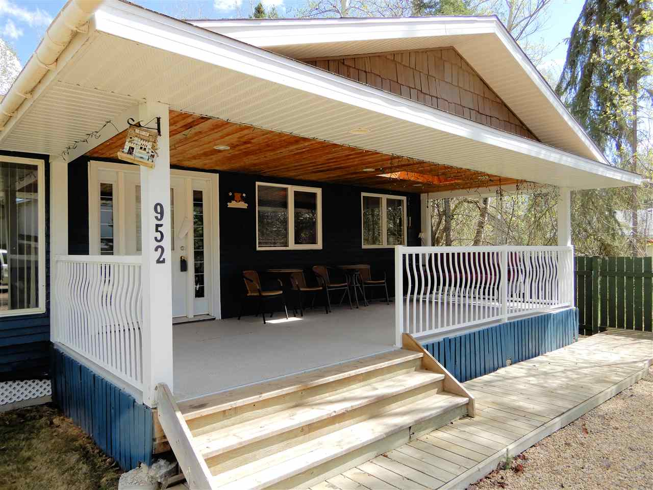 MLS® listing #E4148633 for sale located at 952 9 Street