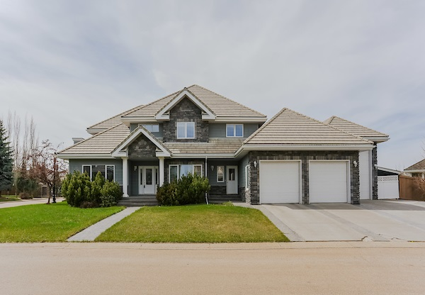 MLS® listing #E4148669 for sale located at 5037 DONSDALE Drive