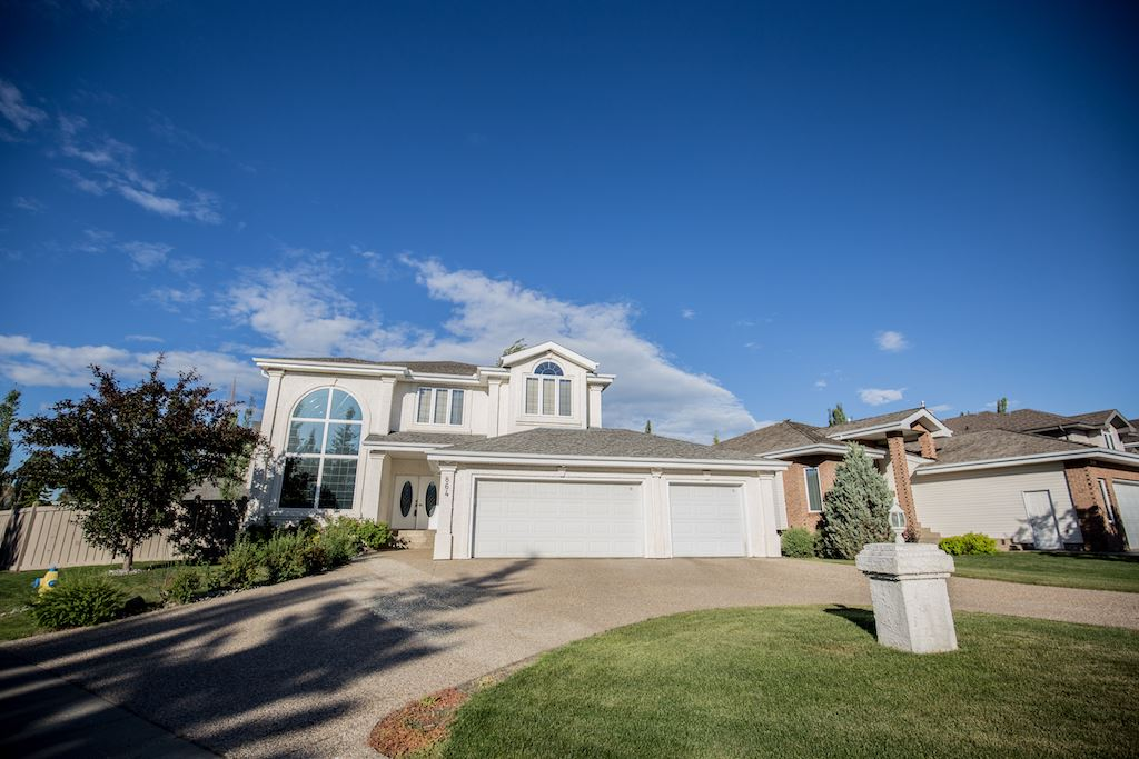 MLS® listing #E4148793 for sale located at 864 TWIN BROOKS Close
