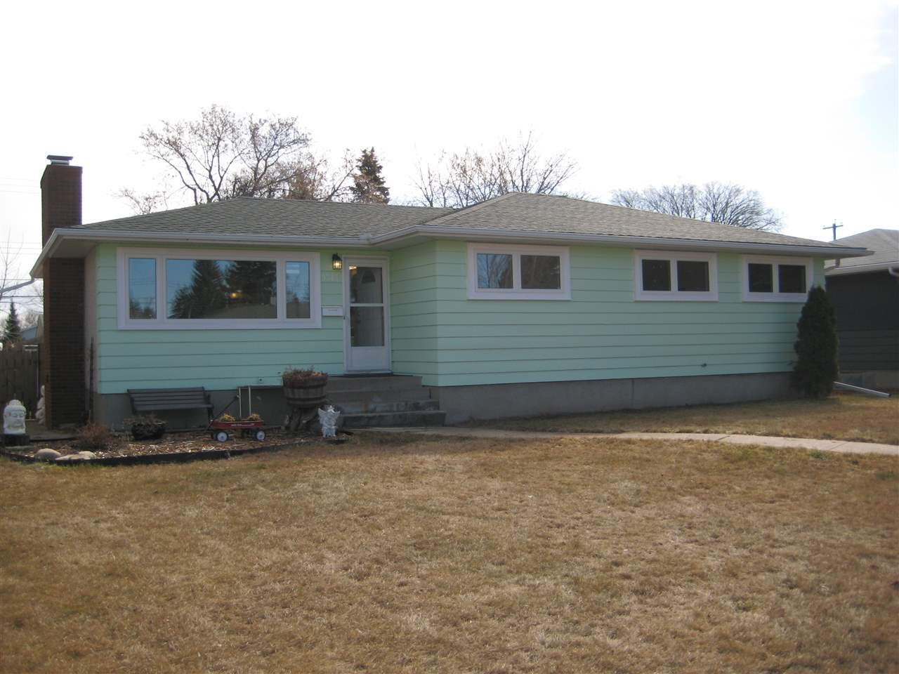 MLS® listing #E4150338 for sale located at 9313 157 Street