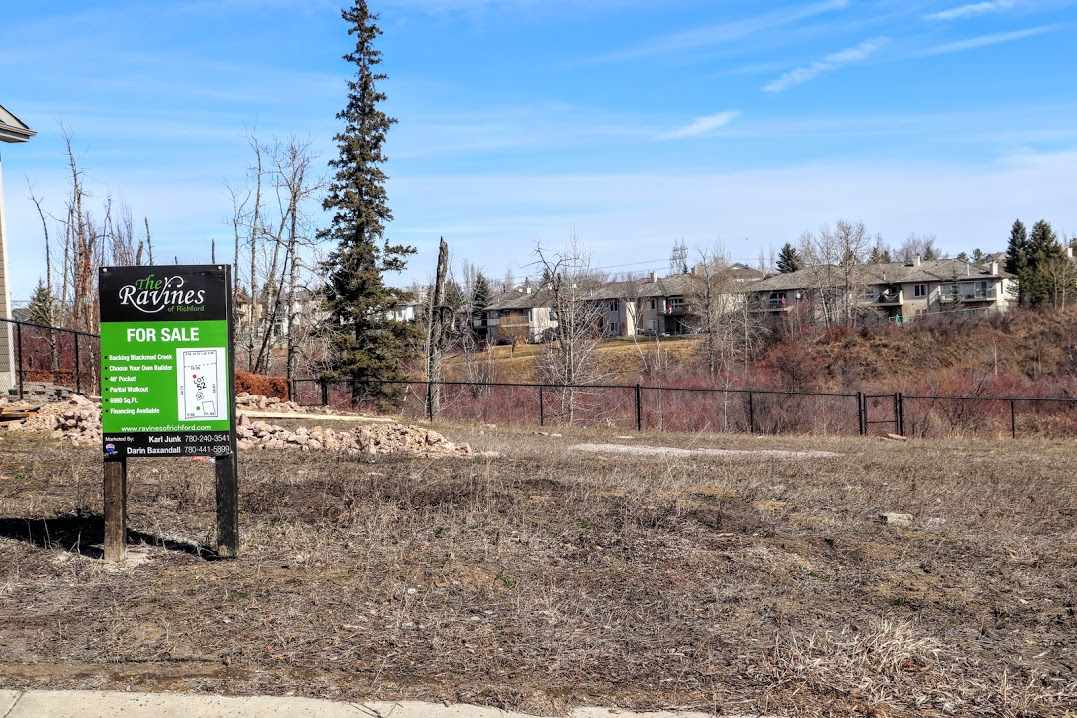 MLS® listing #E4151379 for sale located at 25 10550 ELLERSLIE Road