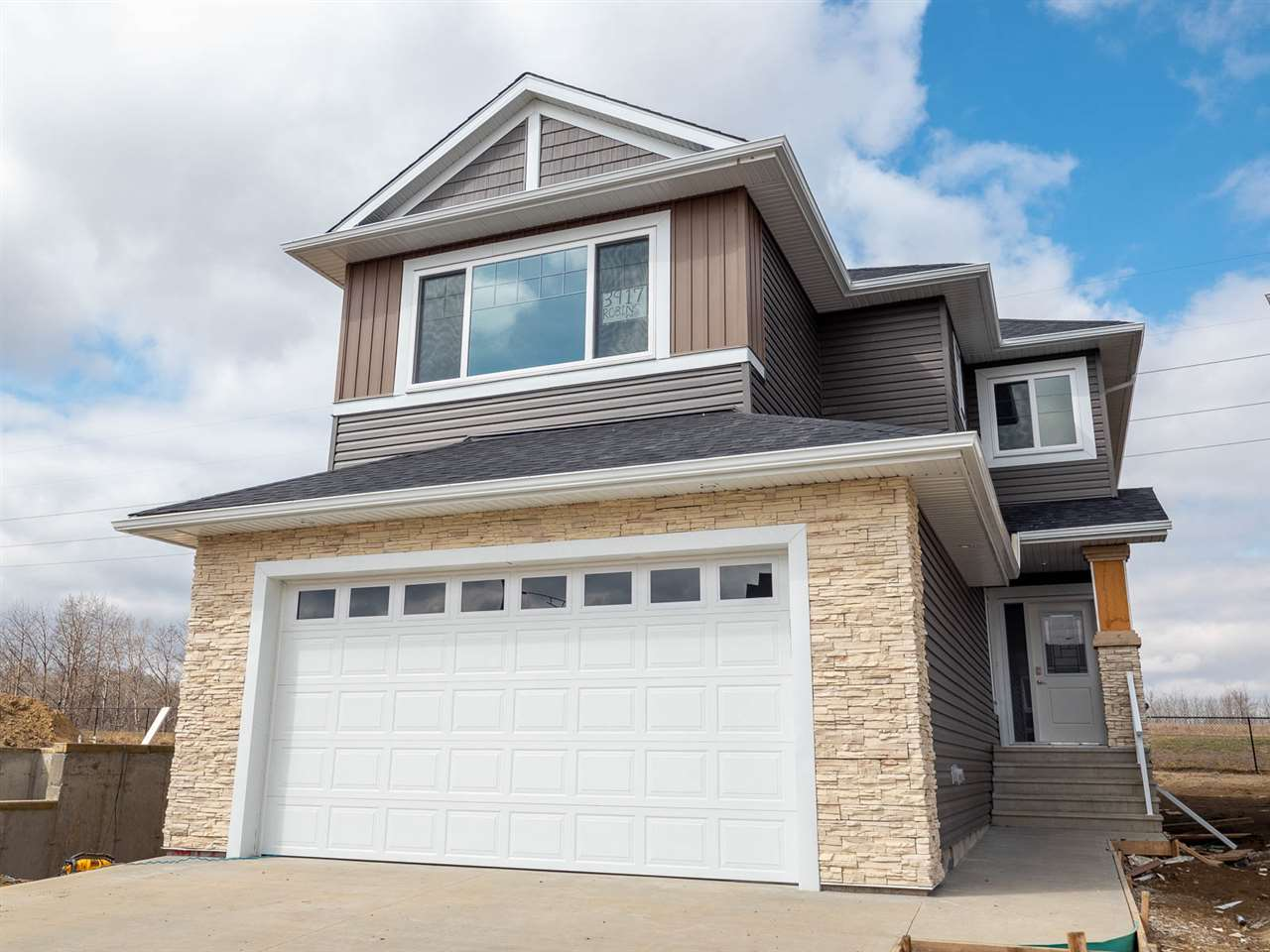 MLS® listing #E4151968 for sale located at 3917 ROBINS Crescent